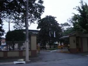 Entrada da Vila Maria Zélia hoje: muros